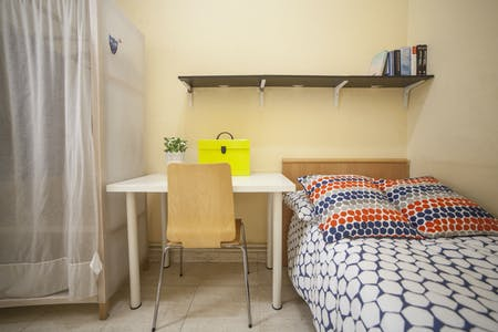 Private room for rent from 01 Jul 2019 (Carrer de Pau Claris, Barcelona)