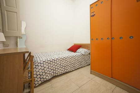 Private room for rent from 28 Aug 2019 (Carrer de Pau Claris, Barcelona)