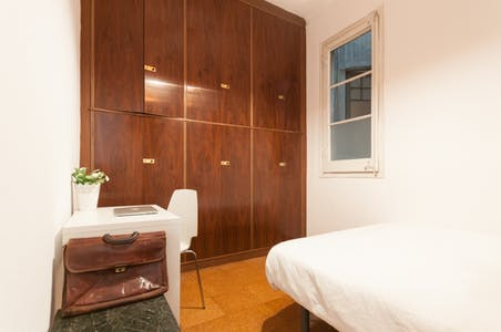Room For Rent From 31 Aug 2018 (Carrer Del Consell De Cent, Barcelona)