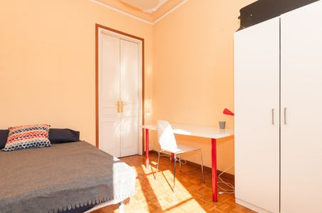 Private room for rent from 01 Apr 2019 (Carrer del Consell de Cent, Barcelona)