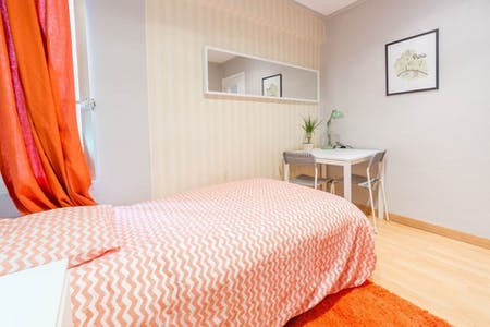 Private room for rent from 31 May 2019 (Carrer de l'Orient, Valencia)