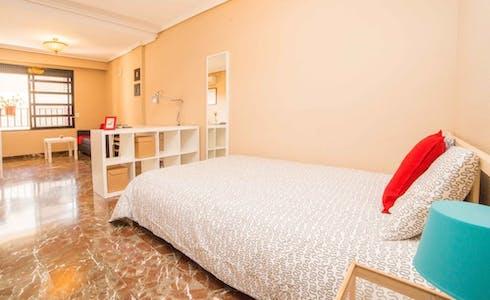 Kamer te huur vanaf 31 mei 2018 (Carrer de Fontanars dels Alforins, Valencia)