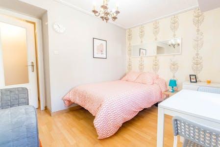 Room for rent from 28 Feb 2019 (Carrer de l'Orient, Valencia)