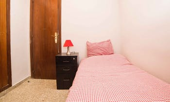 Room for rent from 31 Oct 2018 (Carrer de Vilaragut, Valencia)