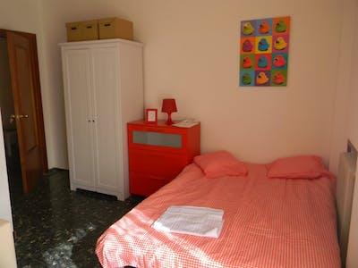 Room for rent from 01 Feb 2019 (Carrer de Guillem de Castro, Valencia)