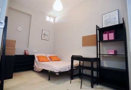 Private room for rent from 30 Sep 2019 (Carrer de Sant Joan Bosco, Valencia)