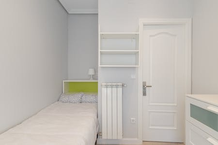 Room for rent from 01 Jul 2019 (Calle Montserrat, Madrid)