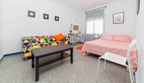 Room for rent from 29 Jun 2018 (Passatge Doctor Bartual Moret, Valencia)