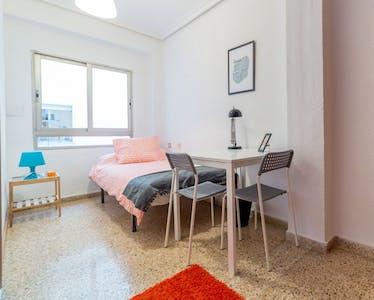 Room for rent from 31 May 2018 (Calle del Poeta Mas y Ros, Valencia)