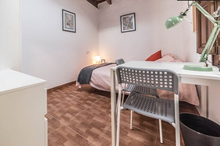 Room for rent from 31 Mar 2018 (Carrer de Castelló, Valencia)