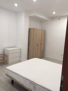 Quarto privado para alugar desde 01 fev 2019 (Carrer Antonio Ponz, Valencia)