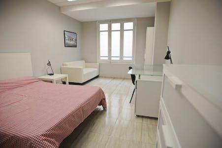 合租房间租从31 7月 2018 (Carrer de Sant Vicent Màrtir, Valencia)