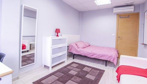 Room for rent from 28 Feb 2019 (Carrer de Sant Vicent Màrtir, Valencia)