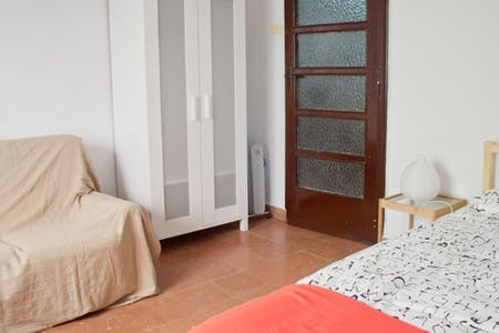 Room for rent from 01 Feb 2018  (Carrer del Doctor Zamenhof, Valencia)