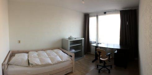 Privé kamer te huur vanaf 16 aug. 2020 (Van Oosterzeestraat, Rotterdam)