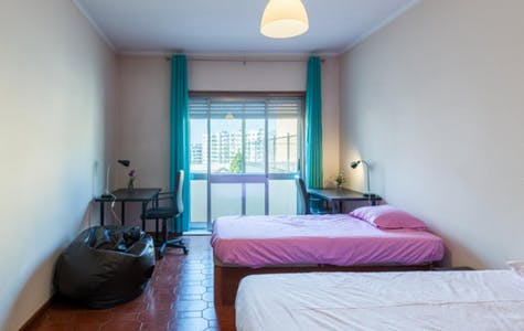 Room for rent from 16 dic. 2017  (Rua Doutor Joaquim Pires de Lima, Porto)