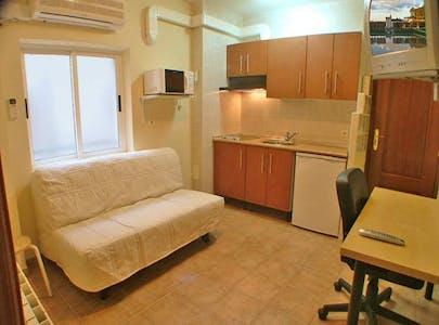 Appartement te huur vanaf 01 Jul 2020 (Calle Víctor Pradera, Salamanca)