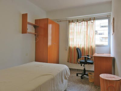Room for rent from 02 Jul 2018 (Carrer de l'Historiador Claudio Sanchez Albornoz, Valencia)