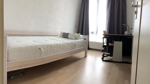 Room for rent from 01 Apr 2019 (Van Oosterzeestraat, Rotterdam)
