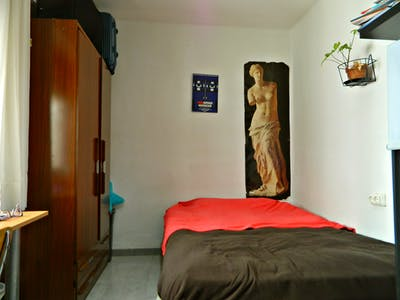 Private room for rent from 01 Dec 2019 (Carrer del Doctor Manuel Candela, Valencia)