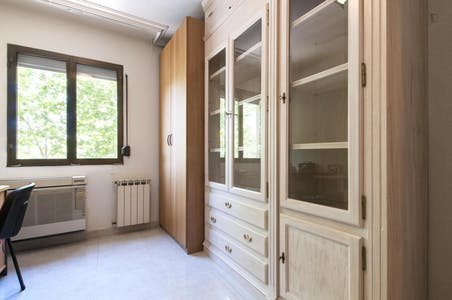 Private room for rent from 01 Nov 2019 (Plaza de Coímbra, Madrid)