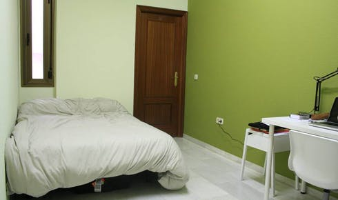 Shared room for rent from 17 Jan 2019 (Calle O'Donnell, Sevilla)