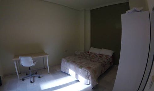 Room for rent from 01 Feb 2019 (Calle O'Donnell, Sevilla)