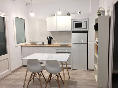 Room for rent from 01 Sep 2017  (Carrer de la Torre Vélez, Barcelona)