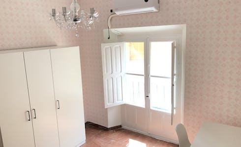 Room for rent from 01 Jun 2018 (Calle Santiago, Sevilla)