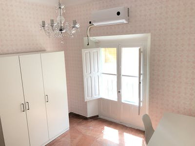 Private room for rent from 01 Jul 2019 (Calle Santiago, Sevilla)