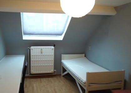 Room for rent from 02 Oct 2017  (Rue de la Constitution, Schaerbeek)