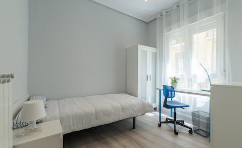 Room for rent from 01 Jul 2018  (Calle Montserrat, Madrid)