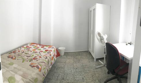 Private room for rent from 01 Jul 2019 (Calle Pedro López, Córdoba)