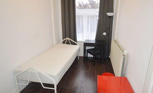 Private room for rent from 01 Apr 2020 (Heeswijkstraat, Voorburg)