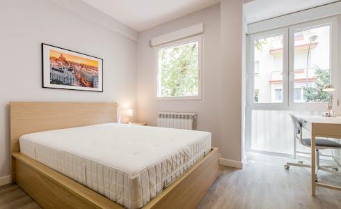 Room for rent from 23 Mar 2018  (Calle del General Varela, Madrid)
