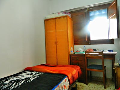 Private room for rent from 16 Jul 2019 (Carrer de l'Arquitecte Arnau, Valencia)
