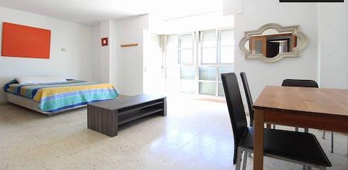 Private room for rent from 01 Jul 2019 (Avenida de Palomeras, Madrid)