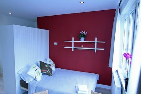 Apartamento para alugar desde 01 ago 2018 (Rue Verbist, Saint-Josse-ten-Noode)
