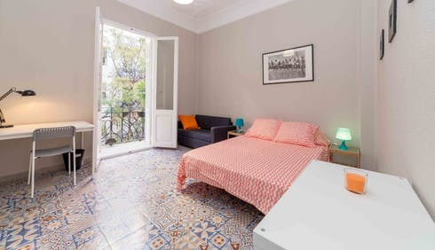 Room for rent from 11 Oct 2018 (Carrer de Ciscar, Valencia)