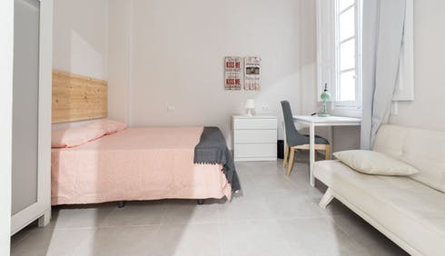 Private room for rent from 31 May 2019 (Carrer de Martínez Cubells, Valencia)