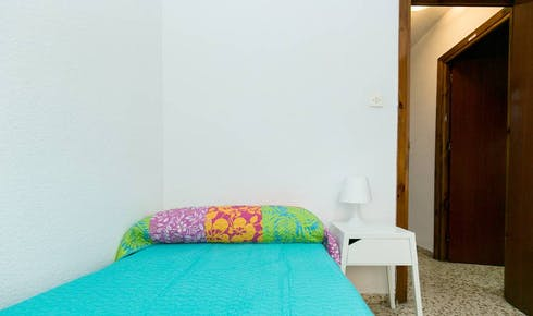 Private room for rent from 31 Aug 2020 (Calle Pedro Antonio de Alarcón, Granada)