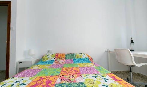 Private room for rent from 01 Jun 2019 (Calle Pedro Antonio de Alarcón, Granada)