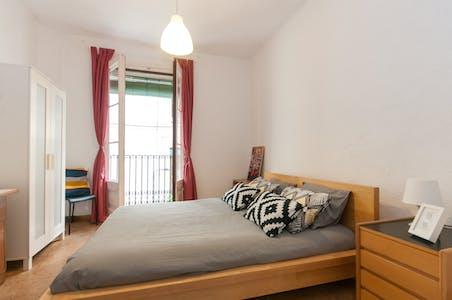 Private room for rent from 25 Aug 2020 (Carrer d'Avinyó, Barcelona)