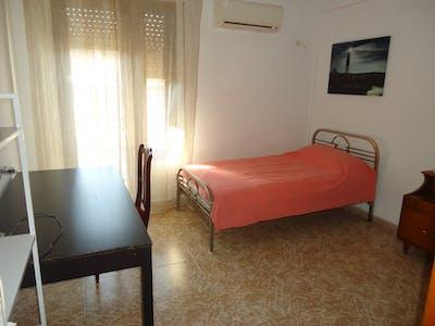 Room for rent from 01 Feb 2019 (Plaza de la Costa del Sol, Córdoba)