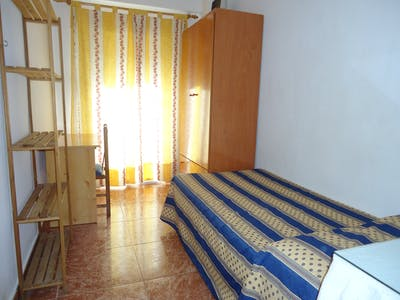 Habitación de alquiler desde 01 feb. 2019 (Calle Infanta Doña María, Córdoba)