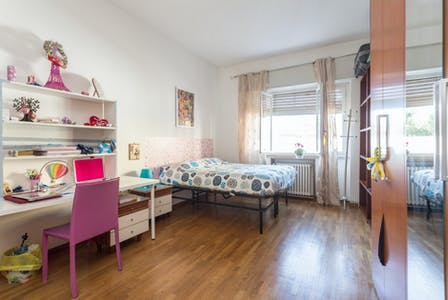 Private room for rent from 01 Aug 2019 (Via Innocenzo Isimbardi, Milano)