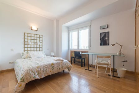 Private room for rent from 31 Aug 2019 (Avenida de Filipinas, Madrid)