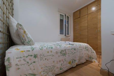 Private room for rent from 01 Sep 2019 (Avenida de Filipinas, Madrid)