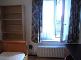 Private room for rent from 11 Jul 2019 (Avenue de la Couronne, Ixelles)