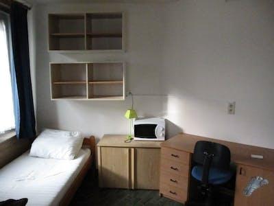Room for rent from 01 Aug 2019 (Avenue de la Couronne, Ixelles)